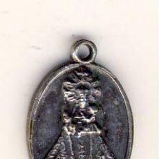 Antigüedades: PRECIOSA MEDALLA CON RELIQUIA DEL MANTO DE LA VIRGEN DE COVADONGA.- 17 X 12 MM.. Lote 183667550