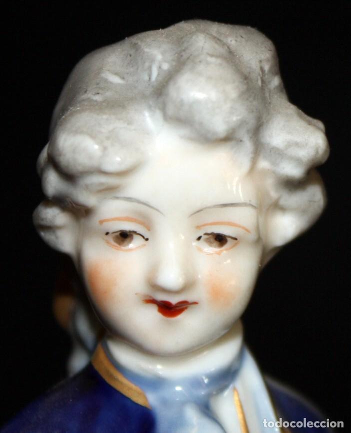 Antigüedades: FIGURA EN PORCELANA ALEMANA DE LA FABRICA VOLKSTEDT (DRESDEN). CIRCA 1900 - Foto 3 - 183672391