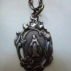 Antigüedades: CADENA Y MEDALLA RELIGIOSA ELABORADA EN PLATA. VIRGE. Lote 183675003