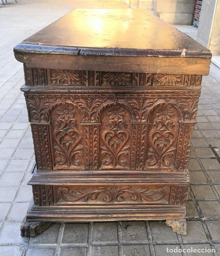 Antigüedades: ARCA / ARCÓN CATALÁN. MADERA DE NOGAL. ESTILO BERGEDANA. ESPAÑA. SIGLO XVVII - XVIII. - Foto 10 - 183701685