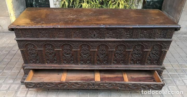 Antigüedades: ARCA / ARCÓN CATALÁN. MADERA DE NOGAL. ESTILO BERGEDANA. ESPAÑA. SIGLO XVVII - XVIII. - Foto 13 - 183701685