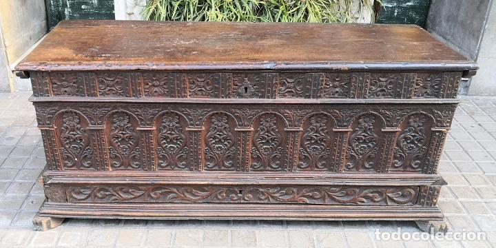 ARCA / ARCÓN CATALÁN. MADERA DE NOGAL. ESTILO BERGEDANA. ESPAÑA. SIGLO XVVII - XVIII. (Antigüedades - Muebles Antiguos - Baúles Antiguos)