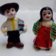 Antigüedades: PAREJA DE FIGURAS DE PORCELANA CHINA , LOS MEXICANOS . Lote 183708291