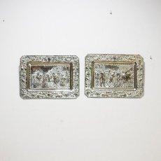 Antigüedades: PAREJA DE PLATOS ANTIGUOS DE LATÓN PLATEADO. Lote 183712715