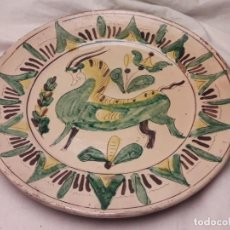 Antigüedades: BELLO ANTIGUO PLATO POSIBLE PUENTE DEL ARZOBISPO FIRMADO COLILOLA 27CM. Lote 183728168