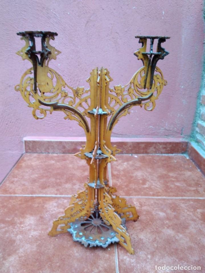 CANDELABRO REALIZADO EN MADERA CALADA - ANTIGUO (Antigüedades - Iluminación - Candelabros Antiguos)