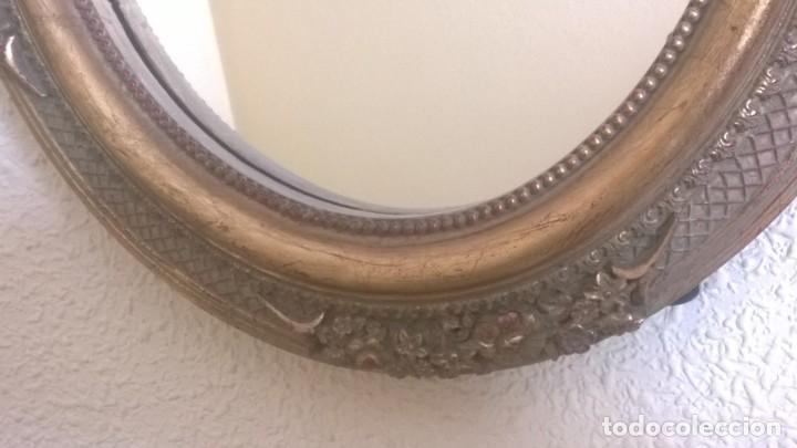 Antigüedades: BONITO ESPEJO OVALADO CON MARCO DORADO Y LAZO - Foto 3 - 183743511