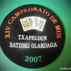 Antigüedades: BOINA O TXAPELA VASCA CON BORDADOS CARTAS BORDADOS MUS TXAPELDUN PAIS VASCO. Lote 183766016