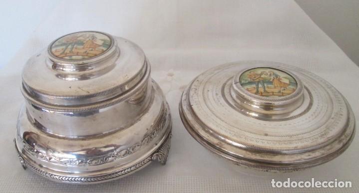 PRECIOSAS DOS PIEZAS DE ANTIGUO JUEGO DE TOCADOR. POLVERA Y JOYERO/GUARDA ALGODONES, EN PLAQUE (Antigüedades - Platería - Bañado en Plata Antiguo)