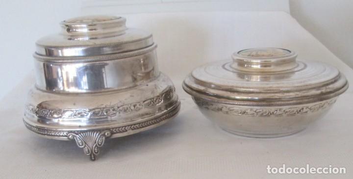 Antigüedades: Preciosas dos piezas de antiguo juego de tocador. Polvera y joyero/guarda algodones, en plaque - Foto 10 - 183773293