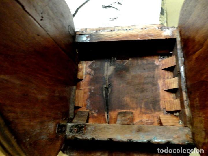 Antigüedades: Pareja de sillas antiguas talladas con cariatides - Foto 10 - 152178598