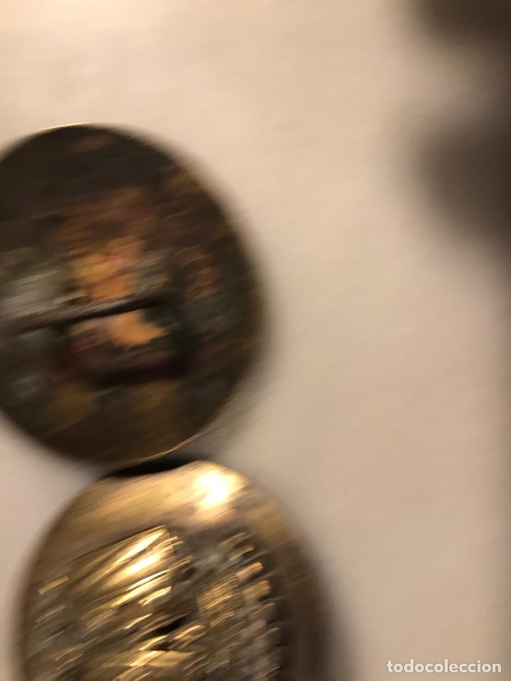 Antigüedades: Piezas de bronce con escudo heráldico ducado para arreos de montar caza hipica - Foto 3 - 183784758