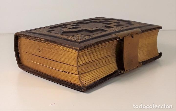 Antigüedades: ÁLBUM DE FOTOGRAFÍAS EN PIEL, CON METAL DORADO. ESPAÑA. SIGLO XIX-XX. - Foto 2 - 183791702
