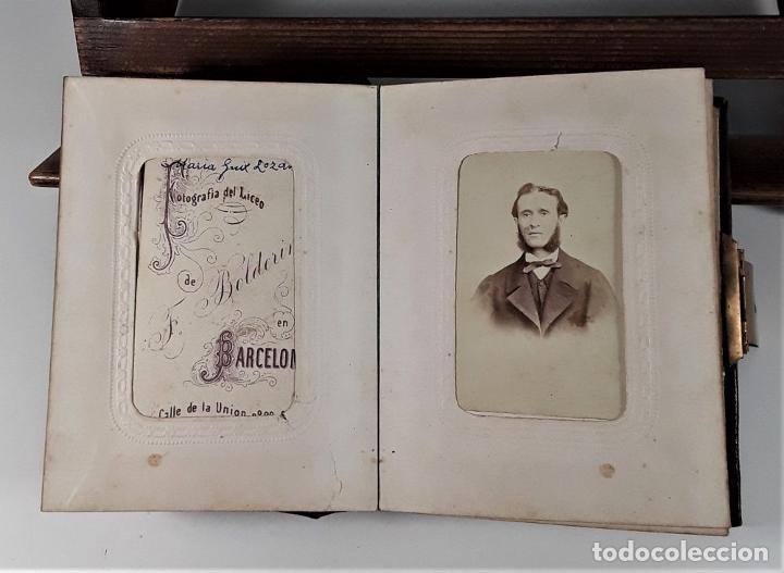 Antigüedades: ÁLBUM DE FOTOGRAFÍAS EN PIEL, CON METAL DORADO. ESPAÑA. SIGLO XIX-XX. - Foto 5 - 183791702