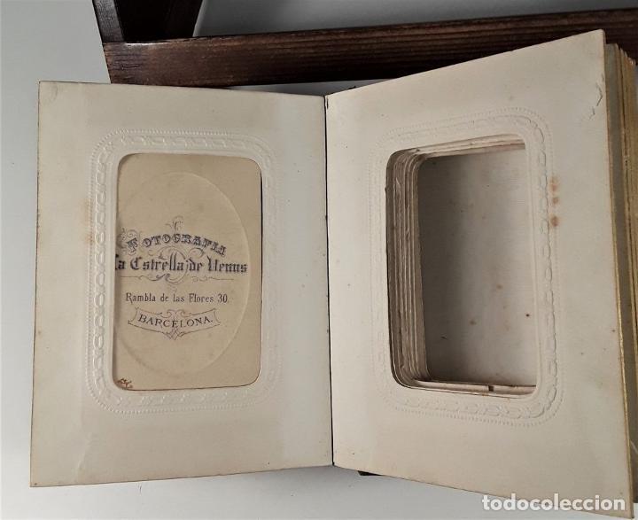 Antigüedades: ÁLBUM DE FOTOGRAFÍAS EN PIEL, CON METAL DORADO. ESPAÑA. SIGLO XIX-XX. - Foto 13 - 183791702