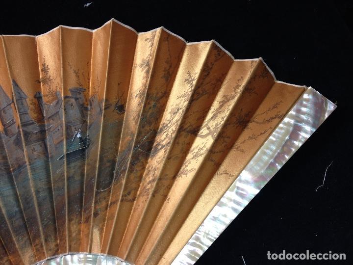 Antigüedades: ANTIGUO ABANICO PAIS EN SEDA PINTADO A MANO Y VARILLAJE EN CONCHA DE NÁCAR - SIGLO XIX - - Foto 5 - 183799198