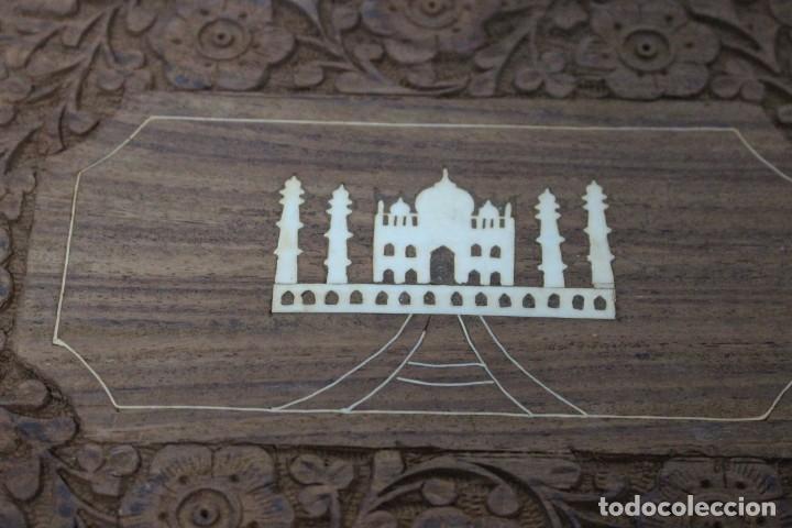 Antigüedades: caja de madera tallada con taj mahal de hueso. nueva a estrenar - Foto 2 - 183799661
