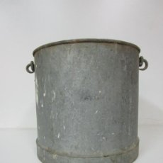 Antiguidades: ANTIGUO CUBO DE ZINC CON ASAS - 27 CM ALTURA - IDEAL DECORACIÓN. Lote 183816683
