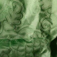 Antigüedades: ~~~~ PRECIOSA SEDA ADAMASCADA EN TONO VERDE MANZANA, IDEAL MANTO- SAYA VIR ,MIDE 2 M X 1,40 CM. ~~~~. Lote 183825583