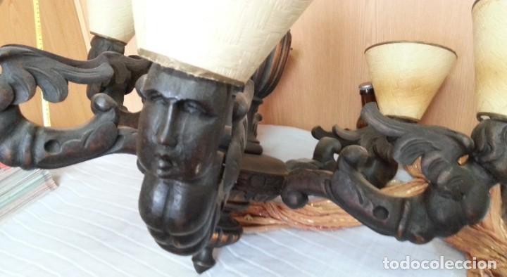 Antigüedades: Lámpara de techo. Impresionantes tallas en sus brazos. Años 40. Funcionando. - Foto 6 - 183834075