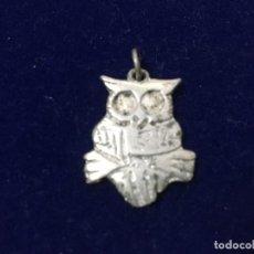 Antigüedades: COLGANTE EN PLATA CON FORMA DE BUHO. Lote 183838276