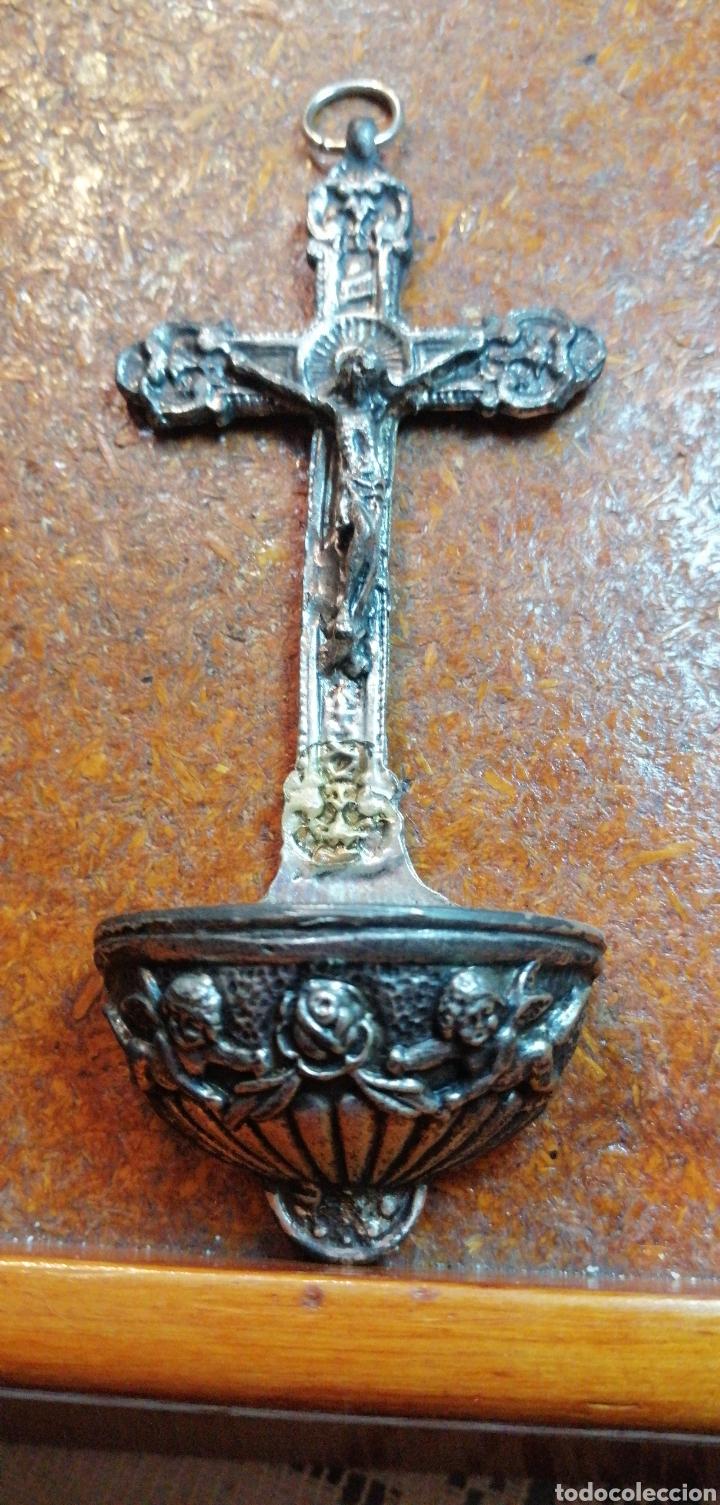 ANTIGUA BENDITERA DE CRISTO CRUCIFICADO COLOR PLATEADO (Antigüedades - Religiosas - Benditeras)