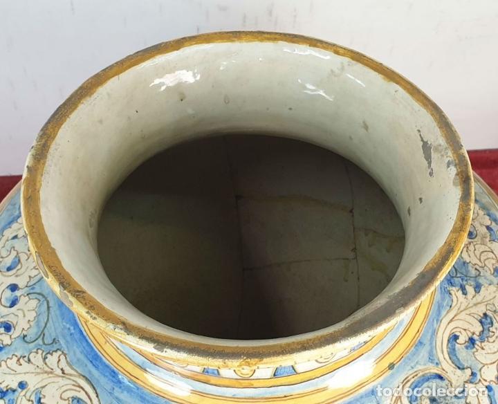 Antigüedades: GRAN JARRÓN CON PEANA. CERÁMICA ESMALTADA. TALAVERA. SIGLO XIX-XX. - Foto 2 - 183886468