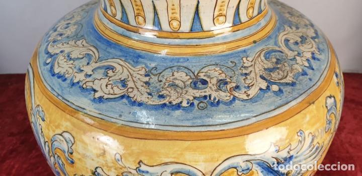 Antigüedades: GRAN JARRÓN CON PEANA. CERÁMICA ESMALTADA. TALAVERA. SIGLO XIX-XX. - Foto 5 - 183886468