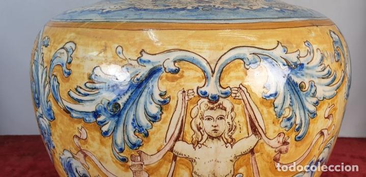 Antigüedades: GRAN JARRÓN CON PEANA. CERÁMICA ESMALTADA. TALAVERA. SIGLO XIX-XX. - Foto 6 - 183886468