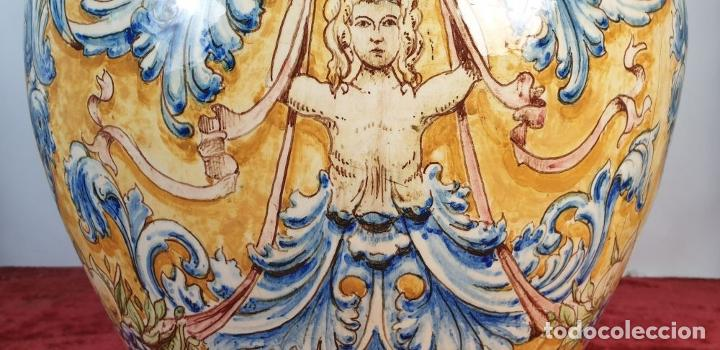 Antigüedades: GRAN JARRÓN CON PEANA. CERÁMICA ESMALTADA. TALAVERA. SIGLO XIX-XX. - Foto 8 - 183886468
