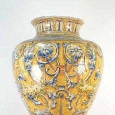 Antigüedades: GRAN JARRÓN CON PEANA. CERÁMICA ESMALTADA. TALAVERA. SIGLO XIX-XX. . Lote 183886468