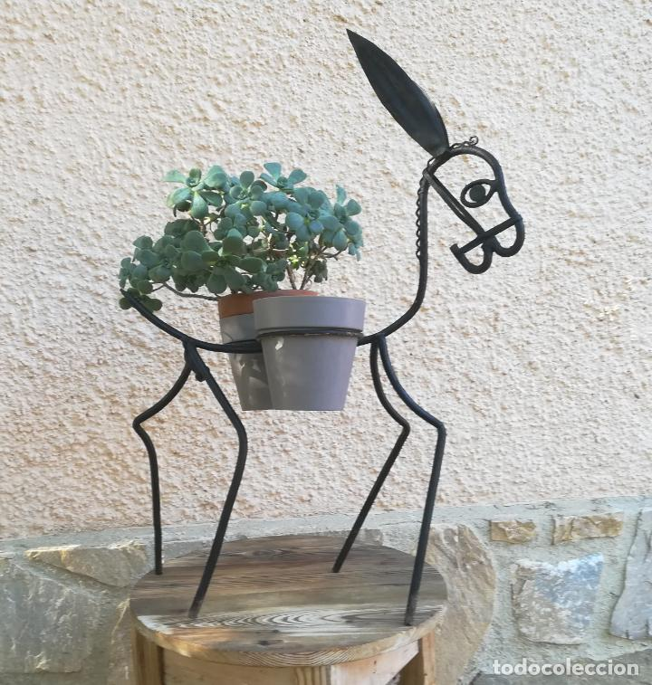 Antigüedades: Portamacetas artesanal con figura de burro - Foto 2 - 183896313