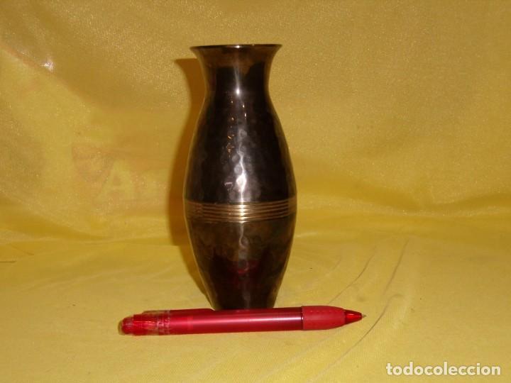 Antigüedades: Jarrón florero acero, latón esmaltado, años 90, altura 16,5 cm, Nuevo sin usar - Foto 3 - 183898955