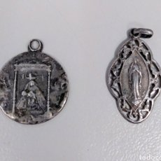 Antigüedades: DOS MEDALLAS RELIGIOSAS DE PLATA ANTIGUAS VIRGEN DE LOURDES Y VIRGEN DEL CAMINO - AE49. Lote 183911203