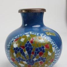 Antigüedades: JARRON DE PORCELANA ESMALTADO, HECHO A MANO. RIBETE DE PLATA. S.XX. . Lote 183913120