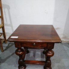 Antigüedades: MESA AUXILIAR TORNEADA DE MADERA NOBLE. Lote 183926243