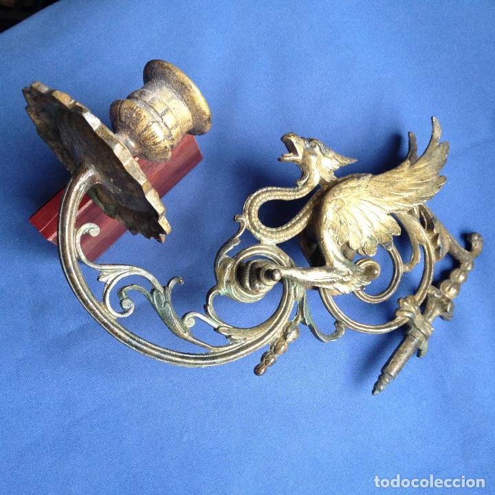 Antigüedades: ANTIGUO CANDELABRO -PORTAVELAS DE PARED CON DRAGÓN ALADO EN METAL - - Foto 2 - 184001995