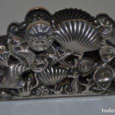 Antigüedades: SERVILLETERO MARINO - CONCHAS, CABALLITOS DE MAR - GODINGER SILVER PLATED. Lote 184016591