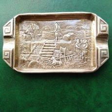 Antigüedades: BONITO CENICERO. PLATA CONTRASTADA DECORADA CON ESCENAS MEDIEVALES. 916 MILÉSIMAS. MENENDEZ. Lote 184102827