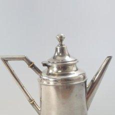 Antigüedades: CAFETERA EN PLATA LEY MARCADO CON CONTRASTE XIX. Lote 184102880