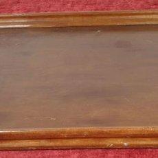 Antigüedades: BANDEJA DE SERVICIO EN MADERA. SIGLO XX.. Lote 184108033