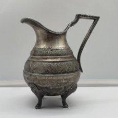 Antigüedades: PRECIOSA JARRA LECHERA ANTIGUA MODERNISTA EN METAL PLATEADO CON BELLOS GRABADOS .. Lote 184108478