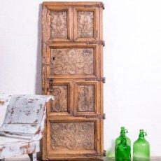 Antigüedades: PUERTA ANTIGUA DE MADERA TALLADA. Lote 184124236