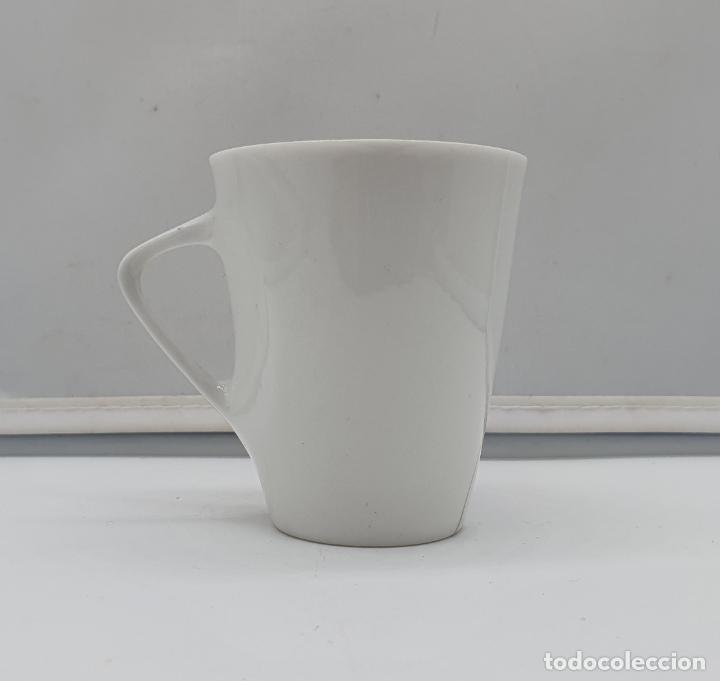 Antigüedades: Precioso juego de plato y taza de café antiguo en porcelana fina de castro galicia pintada a mano. - Foto 4 - 184132165