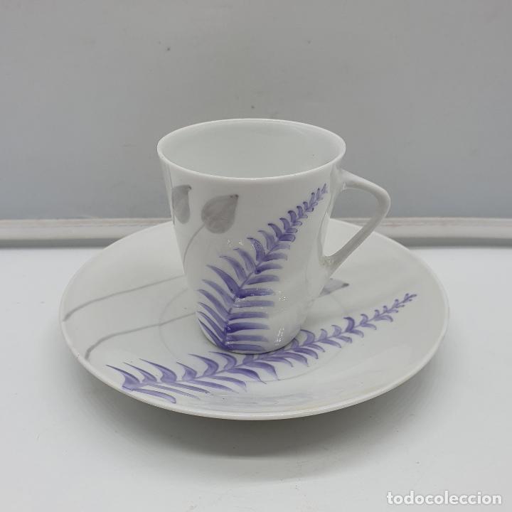 Antigüedades: Precioso juego de plato y taza de café antiguo en porcelana fina de castro galicia pintada a mano. - Foto 8 - 184132165