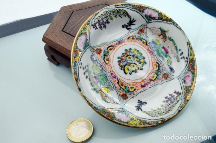Antigüedades: ANTIGUOS PLATOS DE PORCELANA CHINA LOTUS BLOOMS BRAND CON FINA DECORACIÓN A MANO - SELLOS CHINOS - Foto 3 - 184141395