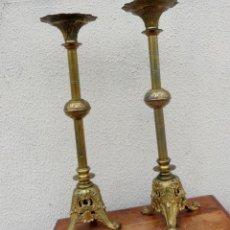 Antigüedades: PAREJA DE CANDELABROS NEOGOTICOS EN BRONCE . Lote 184187240