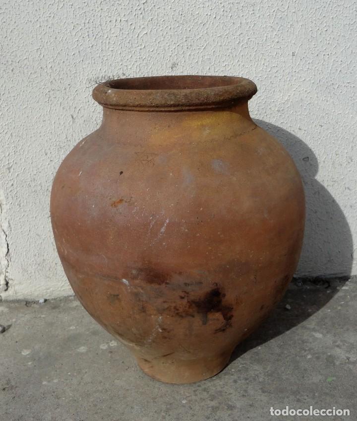 TINAJA ANTIGUA DE BARRO CON MARCAS (Antigüedades - Técnicas - Rústicas - Utensilios del Hogar)