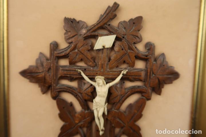 Antigüedades: Antiguo Crucifijo en madera y Cristo en Hueso Tallado - Foto 4 - 184192628