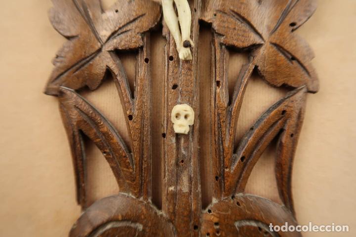 Antigüedades: Antiguo Crucifijo en madera y Cristo en Hueso Tallado - Foto 5 - 184192628